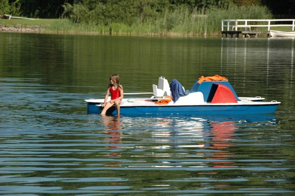 Kinder auf dem Tretboot im Ferienhaus am Diecksee