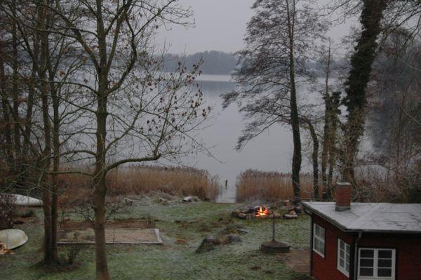 Zu jeder jahreszeit ferienhaus direkt am see - Ofen im wintergarten ...