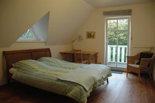 großes Ferienhaus in Ostholstein - Schlafzimmer am See